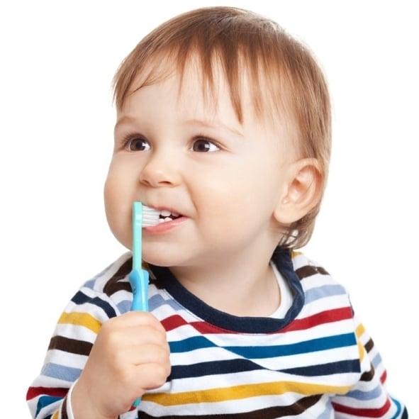 Comment brosser les dents d'un bébé