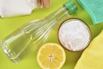 Laver et blanchir les dents au bicarbonate de soude et vinaigre blanc