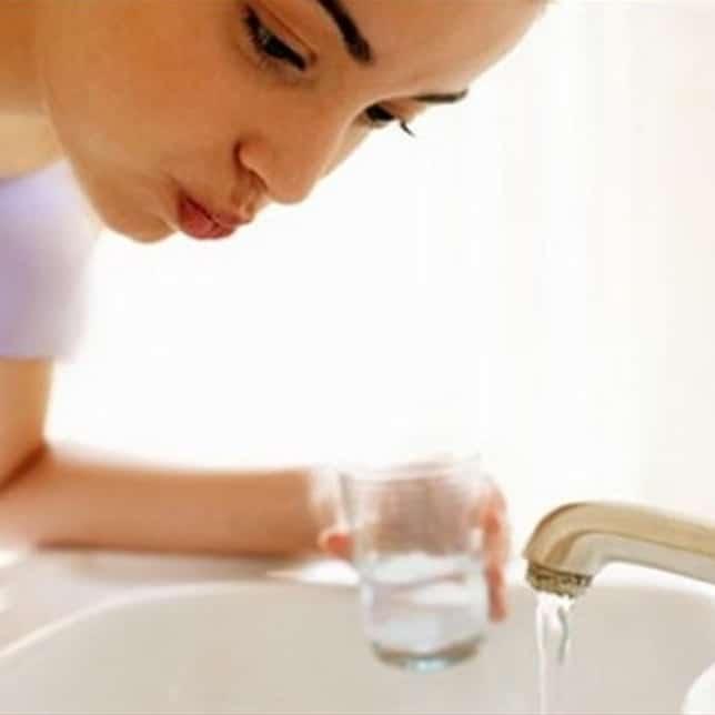 Rincer la bouche après le brossages des dents