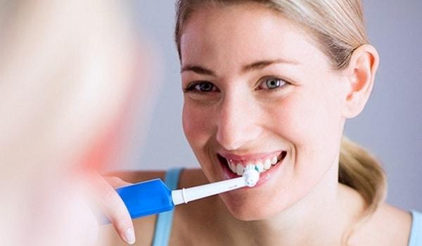 Comment bien utiliser sa brosse à dents électrique rotative