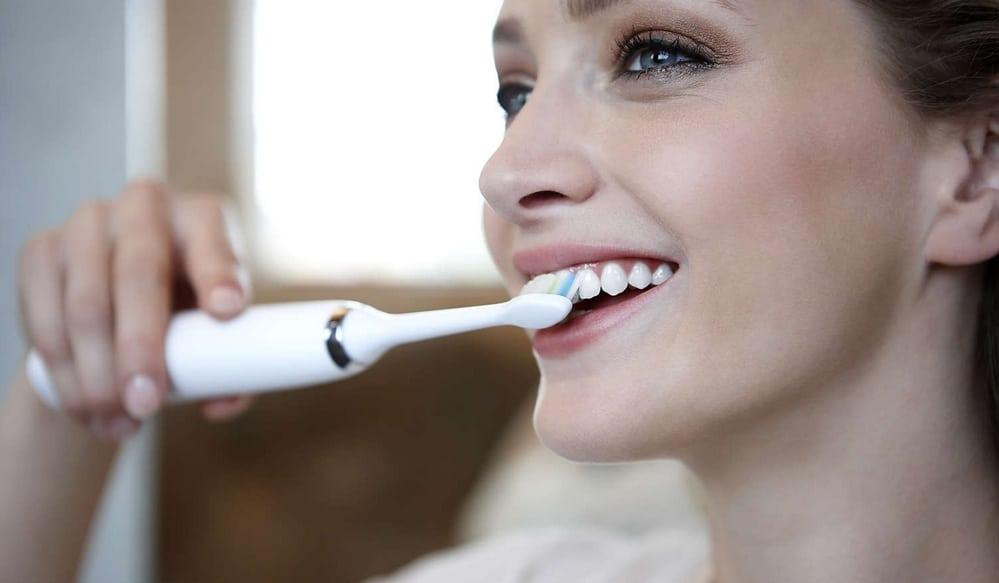 Comment bien utiliser sa brosse à dents électrique sonique