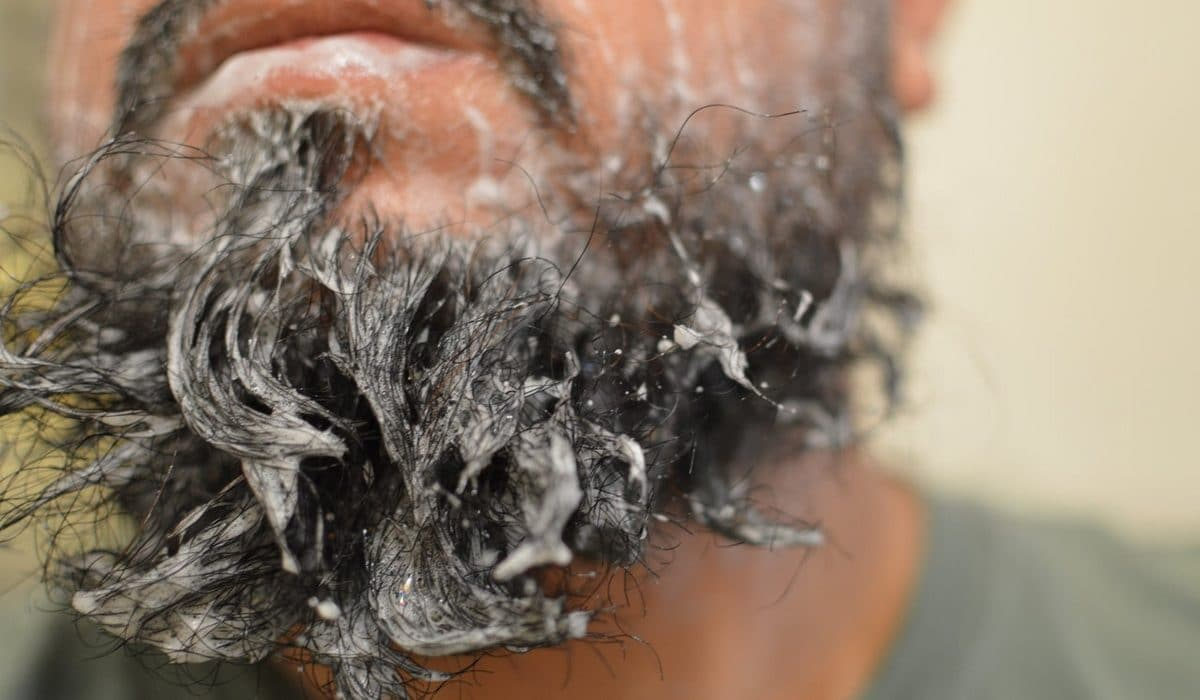 Pourquoi utiliser un shampoing pour barbe