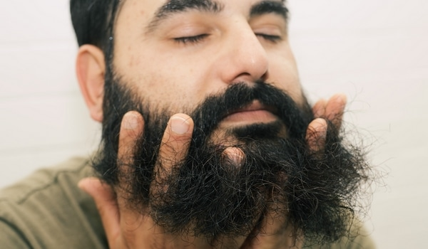 Lisser sa barbe conditionneur