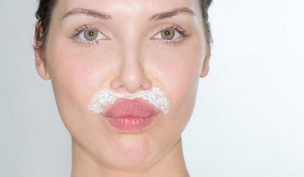 Utiliser crème dépilatoire visage application