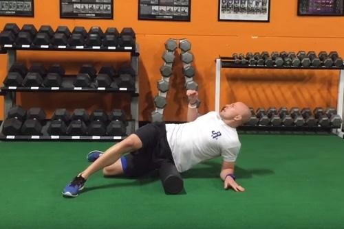 Exercice rouleau massage mobilité hanche