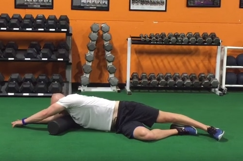 Exercice rouleau massage mobilité muscle grand dorsal