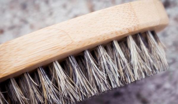 Reconnaitre une brosse en vrais poils de sanglier techniques