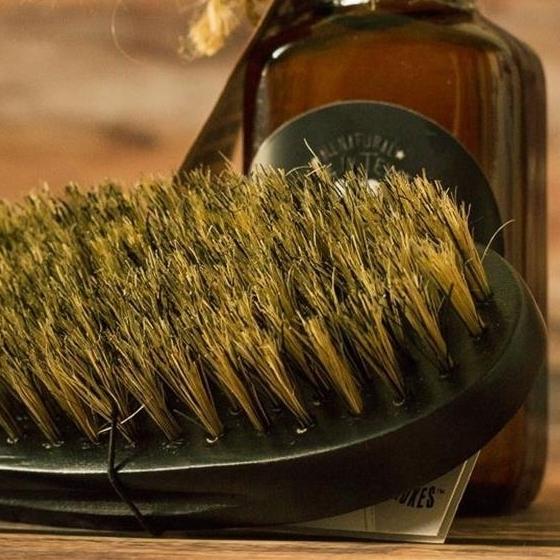 Reconnaitre une brosse en vrais poils de sanglier