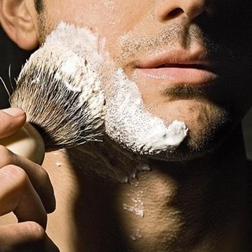 Savon VS crème rasage