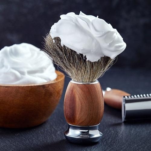 Utiliser savon de rasage