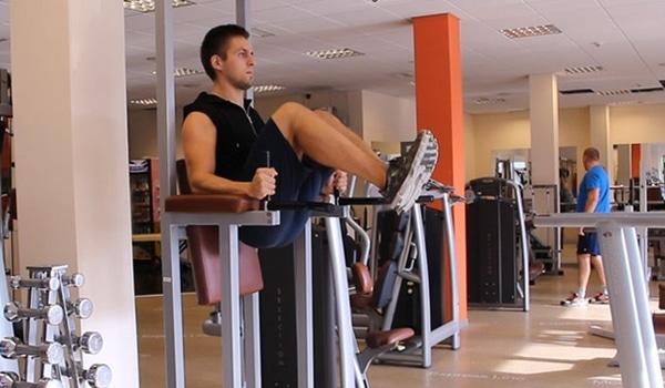 Exercices chaise romaine relevé de genoux