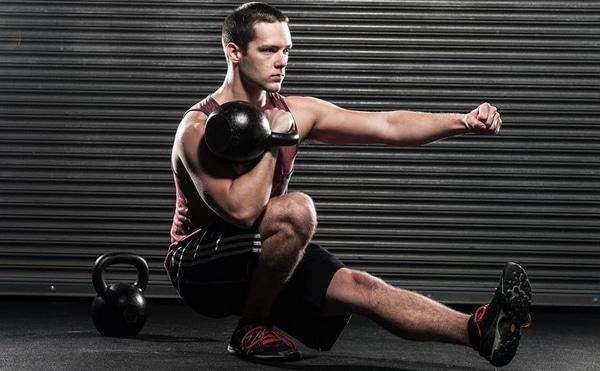 Exercice kettlebell pistol squat