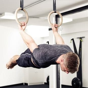 Exercices anneaux gym CrossFit back lever