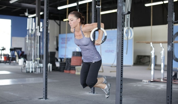 Exercices anneaux gym CrossFit dips