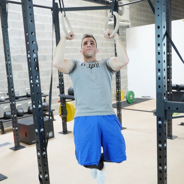 Exercices anneaux gym CrossFit tractions