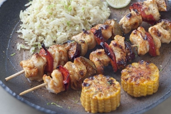 Recette barbecue plat brochettes poulet curry