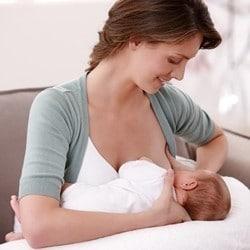 Position coussin allaitement madone inversée