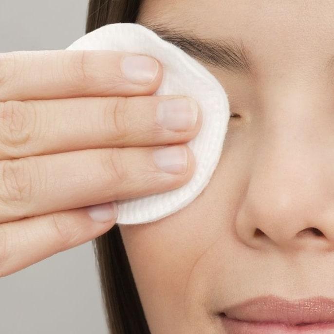 Remèdes acné adulte démaquillant naturel