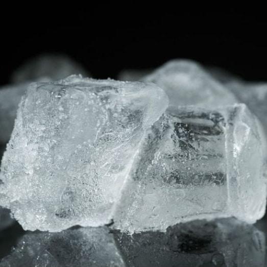 Remèdes acné adulte eau glaçons