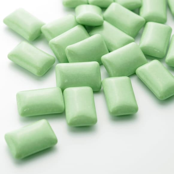Renforcer dents gencives macher chewing gum