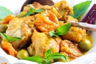 Recette multicuiseur plat Mijoté de poulet aux abricots et aux olives