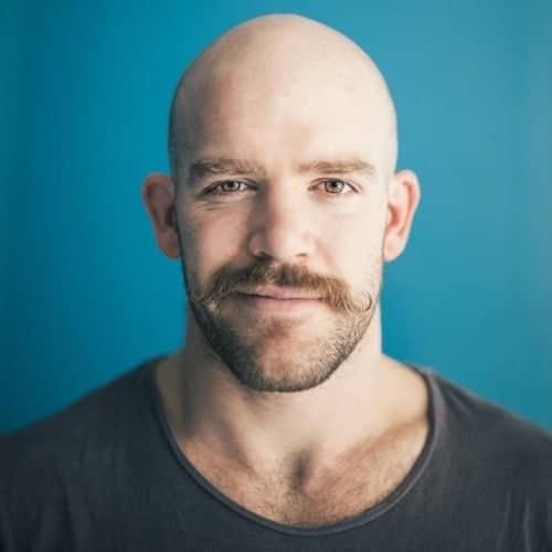 Chauve moustache barbe 3 jours