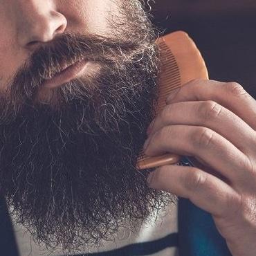 Produit soin barbe peigne