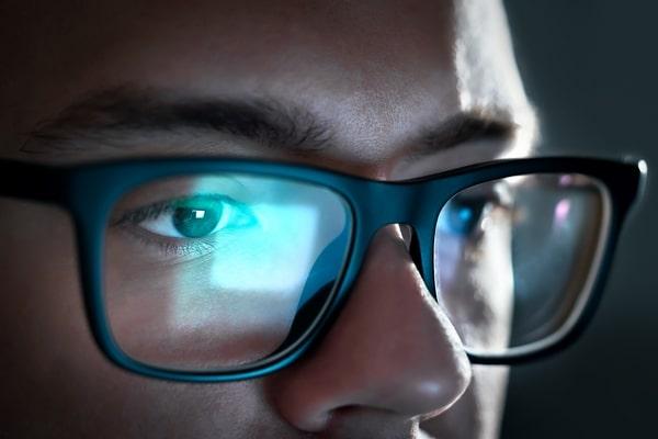 œil bleu lunettes anti-lumière bleue filtres écrans